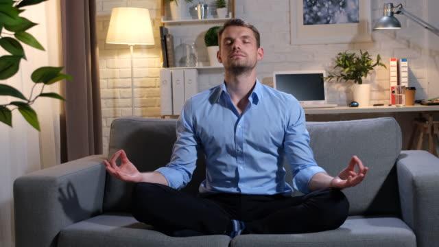 vidéos et rushes de méditation - tenue soignée