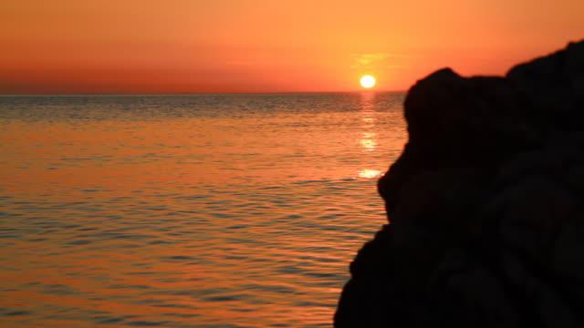 hd :dolly 地中海の海の夕日 - ツレス点の映像素材/bロール