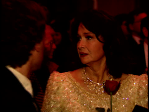 stockvideo's en b-roll-footage met medium close up - oscar party