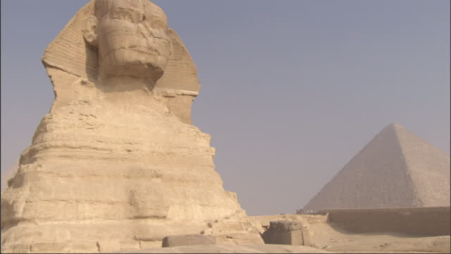 Medium, crane - The Sphinx stands majestically in the desert of Egypt / Egypt