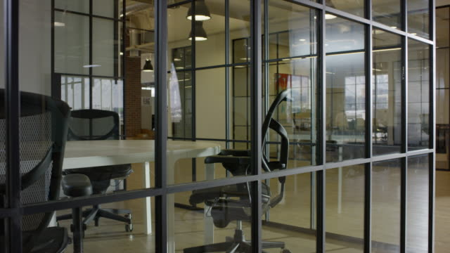 "vídeos de stock e filmes b-roll de ""medium panning shot of glass wall in empty office / lehi, utah, united states"" - lehi"