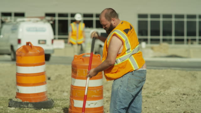 stockvideo's en b-roll-footage met medium panning shot of overweight construction worker sweating / lehi, utah, united states - zweet