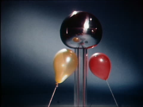 stockvideo's en b-roll-footage met 1961 medium shot balloons being attracted to van de graaff generator - kleine groep dingen