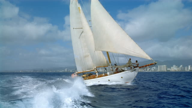 medium shot boat point of view of yacht sailing in choppy water / hawaii - ヨット点の映像素材/bロール