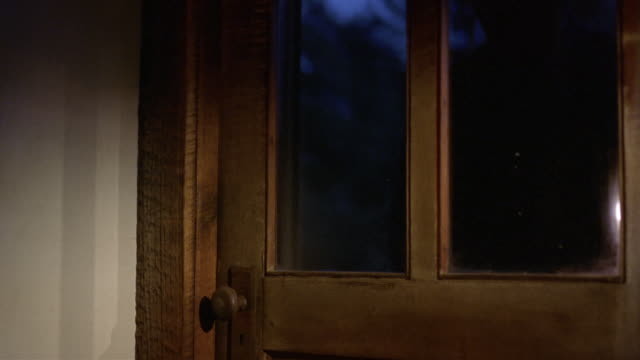 vídeos de stock, filmes e b-roll de medium shot burglar smashing window on window / reaching in to open door from inside - roubando crime