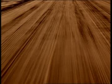 vídeos y material grabado en eventos de stock de medium shot car point of view driving on desert road - carretera de tierra