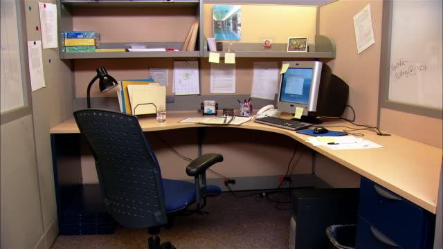 medium shot empty office cubicle - postazione di lavoro video stock e b–roll