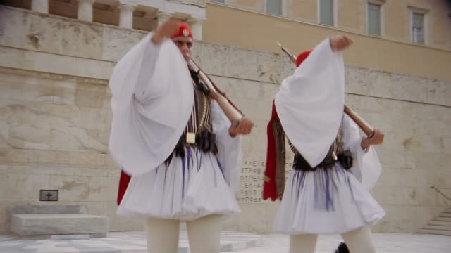 vidéos et rushes de medium shot evzones (greek guards) marching during the changing of the guard ceremony / athens, greece - athènes