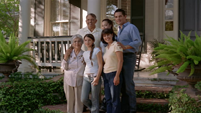 stockvideo's en b-roll-footage met medium shot family portrait in front of house/ san antonio, texas - familie met meerdere generaties
