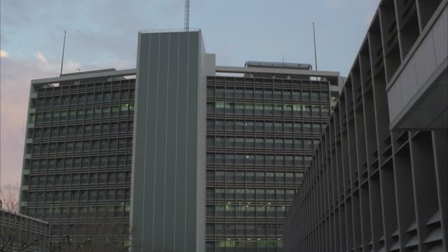 Medium Shot, Federal building