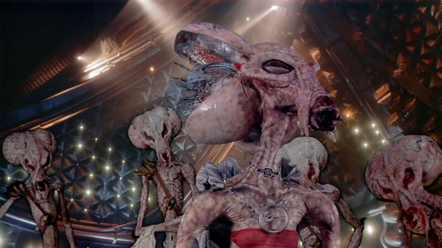 vídeos y material grabado en eventos de stock de medium shot female alien leader lowering gills or gill-like ears on head while talking outside spaceship - oreja animal
