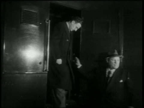medium shot julius rosenberg and morton sobell emerging from police wagon / nyc - 30 39 years stock videos & royalty-free footage