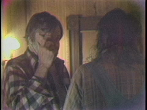 stockvideo's en b-roll-footage met medium shot long shot over the shoulder of stephen king and director george romero on set of the movieêcreepshowêgeorge romero is giving stephen king... - non us film location