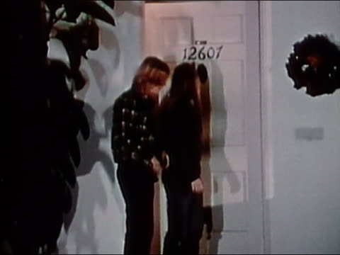 vidéos et rushes de 1973 medium shot long-haired teenage boy at door picking up girl for date and walking her to car / audio - petite amie