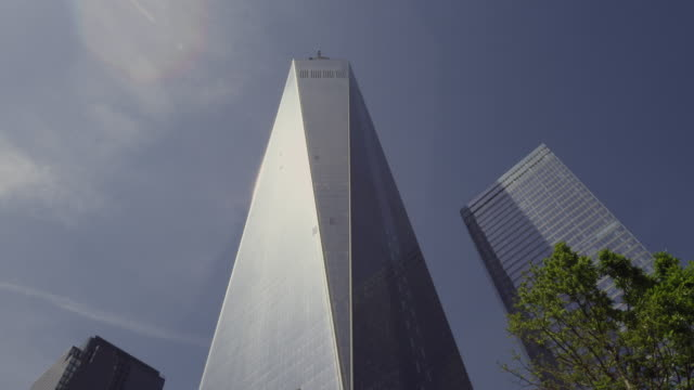 medium shot looking up at the freedome tower in new york city on a sunny day. - one world trade center stock videos & royalty-free footage
