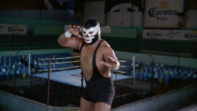 vídeos y material grabado en eventos de stock de medium shot luchador 'halcon blanco' posing in wrestling stances for cam inside wrestling arena / mexico - vestuario teatral