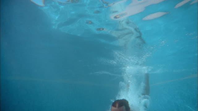 medium shot man diving underwater and rising to surface - junge männer stock-videos und b-roll-filmmaterial