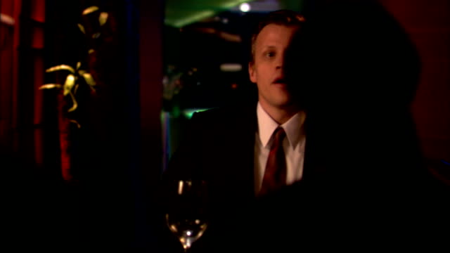vídeos de stock e filmes b-roll de medium shot man sitting down to business meeting in restaurant - sentar se