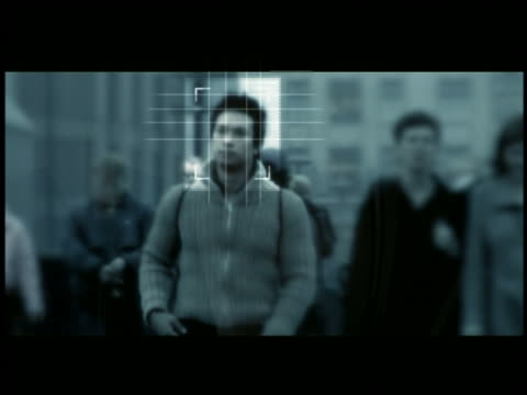 vídeos de stock e filmes b-roll de medium shot man walking in crowd / computer id face recognition - east asian ethnicity