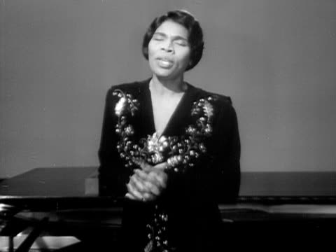 medium shot marian anderson singing ave maria onstage next to grand piano during performance/ usa - 1951年点の映像素材/bロール