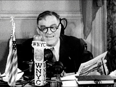 medium shot mayor fiorello laguardia reads the funny pages over wnyc during newspaper delivery strike/ audio - kompletter anzug stock-videos und b-roll-filmmaterial