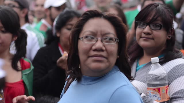 medium shot, moving handheld camera. the street is full of people with the mexican flag. people is yelling at some protesters to òget out of hereó... - cowboy stock videos & royalty-free footage
