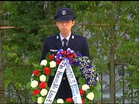 medium shot of a person in uniform holding a wreath that leon panetta was set to lay at a ceremony to honor japanese self-defense forces in tokyo.... - united states and (politics or government)点の映像素材/bロール