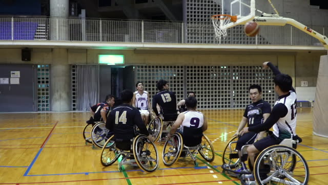 medium shot of adapted athletes playing professional wheelchair basketball - wheelchair basketball stock videos & royalty-free footage