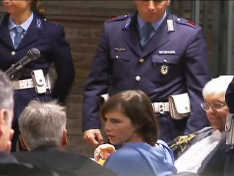 medium shot of amanda knox at her appeals hearing this from the start of her appeals trial at a brief hearing inêperugia italy on november 24 2010... - crime or recreational drug or prison or legal trial video stock e b–roll