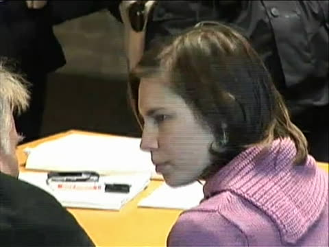 medium shot of amanda knox in courtroom zooms out to a wide shot then back in to closer shot this at a hearing inêperugia italy that granted a full... - crime or recreational drug or prison or legal trial video stock e b–roll