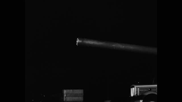 medium shot of anti-aircraft gun barrel on us navy submarine - gun barrel stock videos & royalty-free footage
