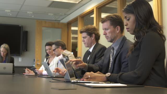 vídeos y material grabado en eventos de stock de medium shot of business people typing on a meeting - vestimenta de negocios formal