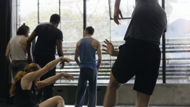 medium shot of dance troupe rehearsing in dance studio - exercise class stock videos & royalty-free footage