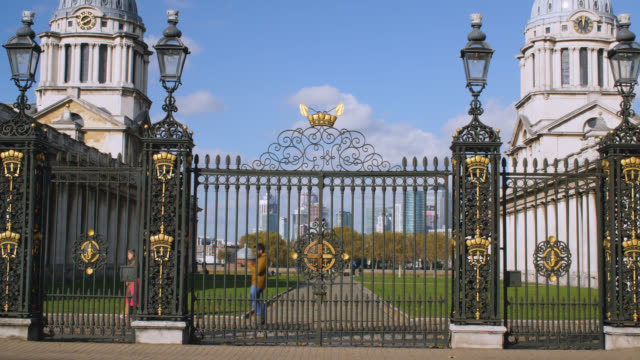 medium shot of entrance to the old royal naval college in greenwich with the isle of dogs in the background - royal navy college greenwich stock videos & royalty-free footage