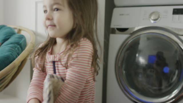 stockvideo's en b-roll-footage met medium shot of girl catching pot holder and placing in washer / provo, utah, united states - provo