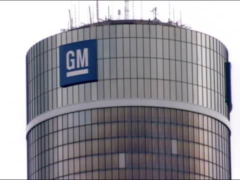 vídeos de stock e filmes b-roll de medium shot of gm logo on detroit marriott at the renaissance center / detroit, michigan - general motors