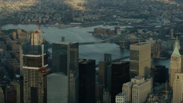 medium shot of high-rise buildings in new york - マンハッタン点の映像素材/bロール