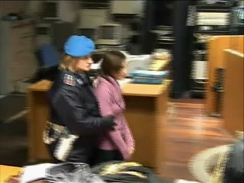 medium shot of italian police escorting amanda knox into the courtroom this at a hearing inperugia italy that granted a full review of crucial dna... - crime or recreational drug or prison or legal trial video stock e b–roll
