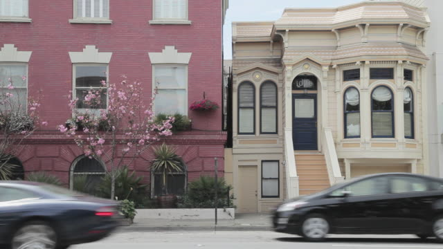 medium shot of rowhouses in san francisco - victorian stock videos & royalty-free footage