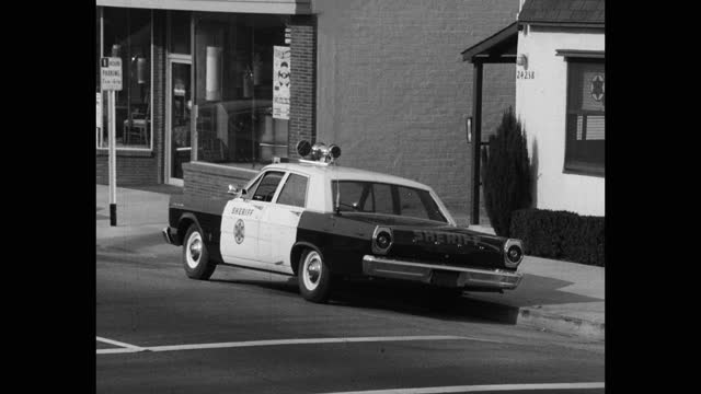 medium shot of sheriff's car parked outside courthouse on street, saugus, santa clarita, california, usa - santa clarita stock videos & royalty-free footage