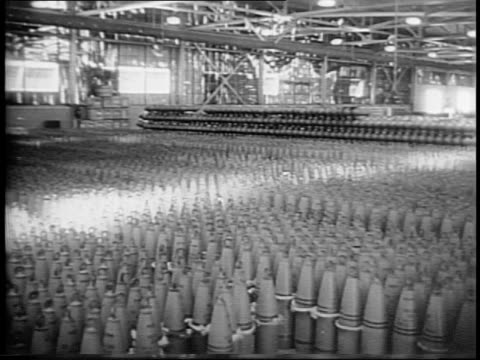 vídeos y material grabado en eventos de stock de medium shot of soldiers as they sort through ammunition shells piled in a field / medium shots of american soldiers loading and firing artillery gun... - munición