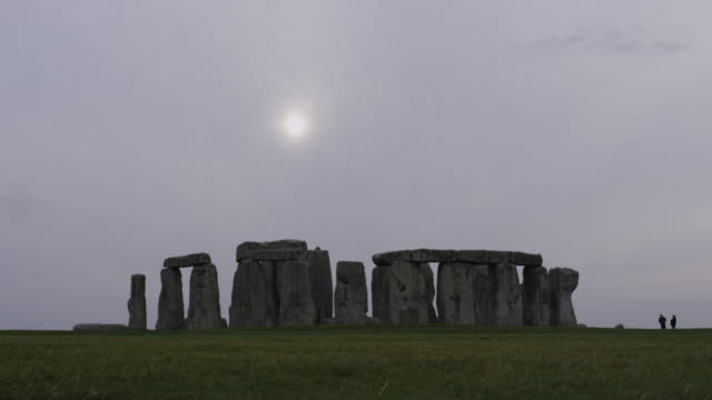 medium shot of sun over stonehenge / stonehenge, wiltshire, england, united kingdom - stonehenge stock videos and b-roll footage