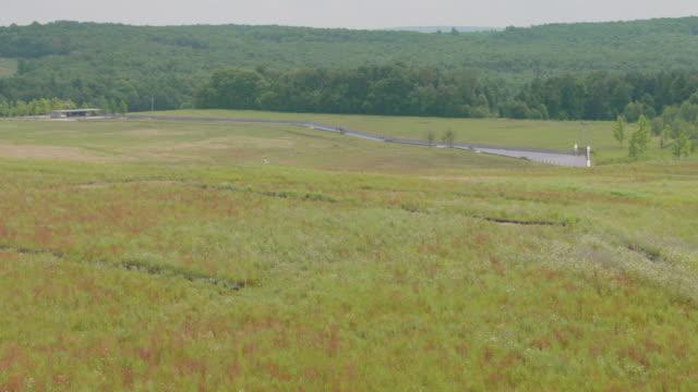 medium shot of the flight 93 national memorial - pennsylvania stock-videos und b-roll-filmmaterial