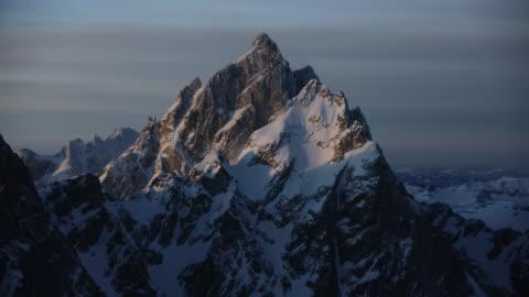 medium shot of the grand teton at sunrise - teton range stock videos & royalty-free footage
