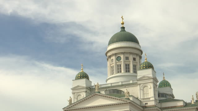 medium shot of the helsinki cathedral in helsinki finland on july 13 2018 - music or celebrities or fashion or film industry or film premiere or youth culture or novelty item or vacations bildbanksvideor och videomaterial från bakom kulisserna