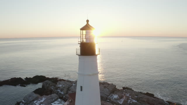 vidéos et rushes de medium shot of the portland head light at sunset - phare