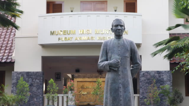 medium shot of the sculpture of the famous dutch jesuit pater frans van lith sj in front of the museum misi muntilan pusat animasi misioner in... - jesuit stock videos and b-roll footage