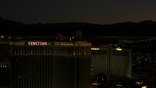 medium shot of the strip in las vegas at night - the palazzo las vegas stock videos & royalty-free footage