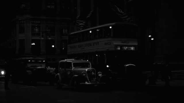 medium shot of traffic moving on street at night, park avenue, new york city, new york state, usa - 1941 stock videos & royalty-free footage