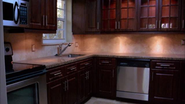 medium shot pan empty kitchen - präsentation hinter glas stock-videos und b-roll-filmmaterial